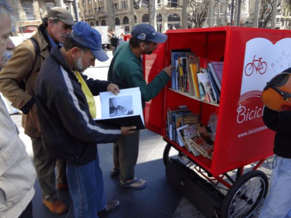 Bibliothérapie dans la rue